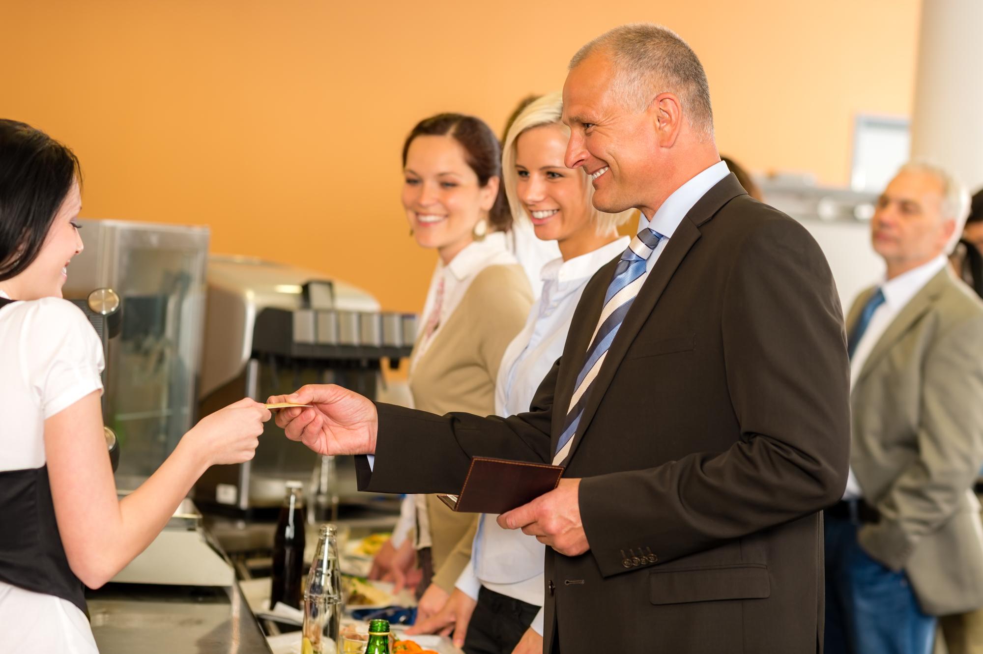 Na área da saúde é obrigatório o empregador fornecer a alimentação?