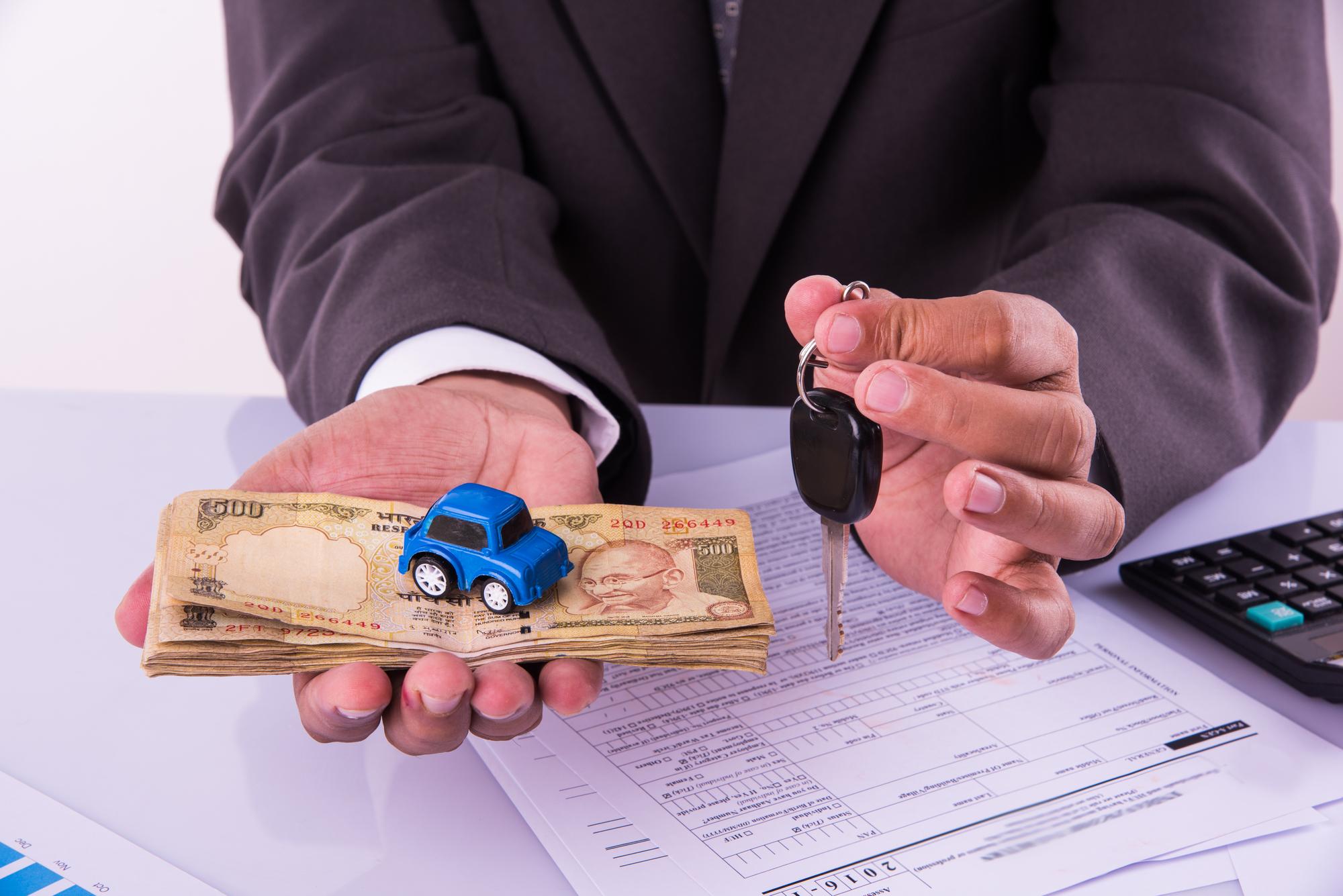 Vendeu seu carro está recebendo multas por não transferir? O que fazer?